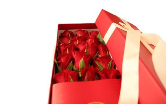 باکس گل قرمز Golden Rose