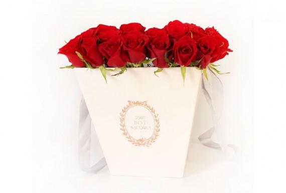 square flower bouquet - white